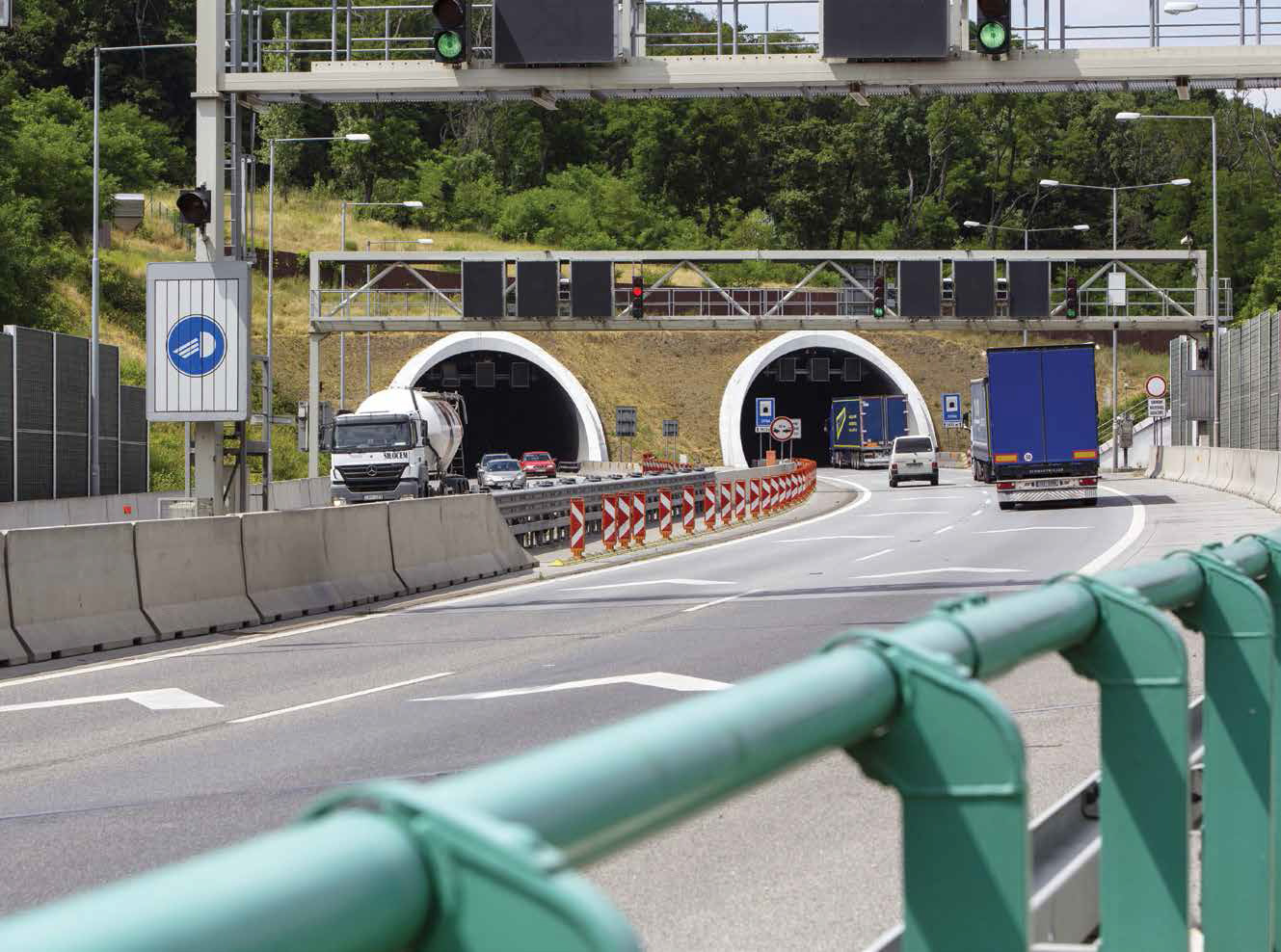 Diaľnica D2 Bratislava, Lamačská cesta – Staré grunty - Tunel Sitina